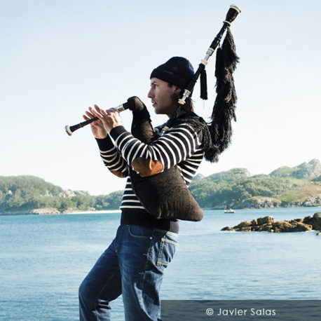 CARLOS NÚÑEZ, MASTER OF THE GAÏTA BAGPIPES
